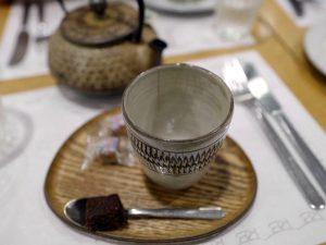 ミントティー入り鉄瓶のカフェ