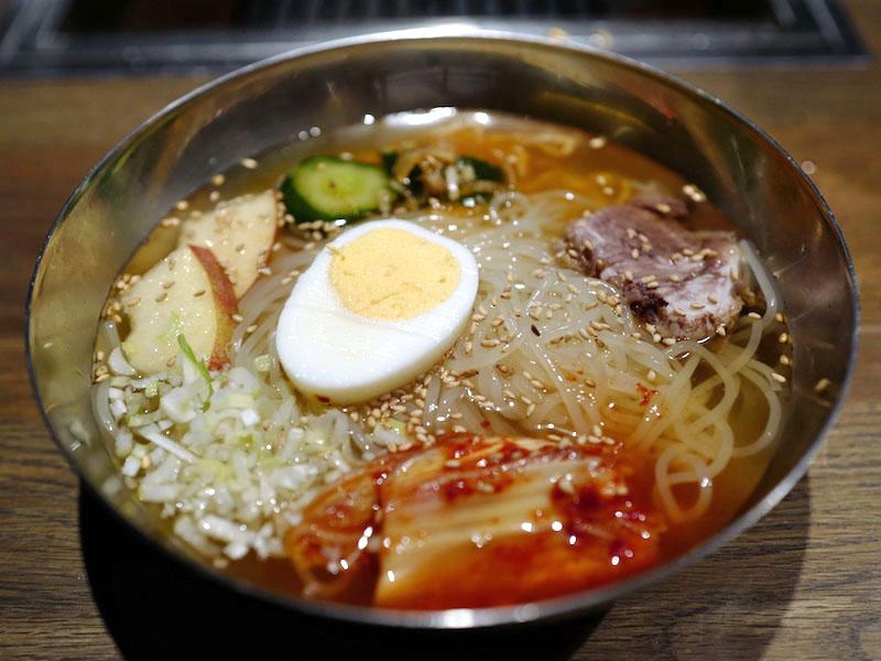 赤坂肉源、サービスたのしむ焼肉の夜