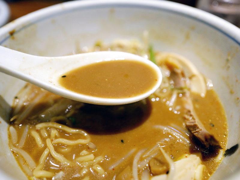 赤坂有薫、一点張でチャーハン餃子、味噌ラーメン