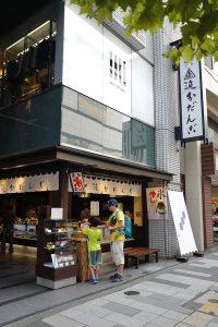 追分本舗の涼しいだんご、寿司清の寿司