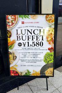 バフェのランチにKFCのミニチュア商品